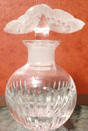 Vase Deux Anemones Perfume Bottle Close Copy With Variant of Bottom But Same Stopper