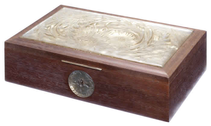 R. Lalique Chrysanthemum Box