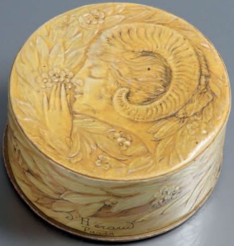 R. Lalique D'Heraud Wood Nymph Box
