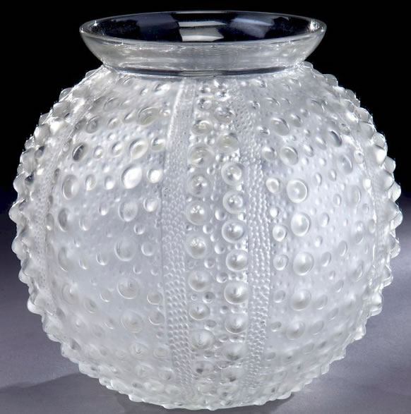 R. Lalique Oursin Vase