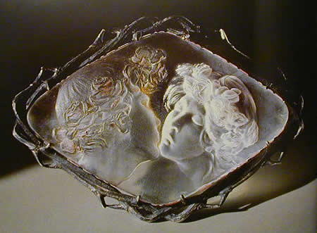Rene Lalique Le Baiser Jewelry Brooch: The Kiss