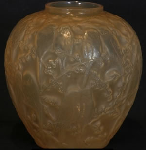 Perrruches Vase Side View R. Lalique