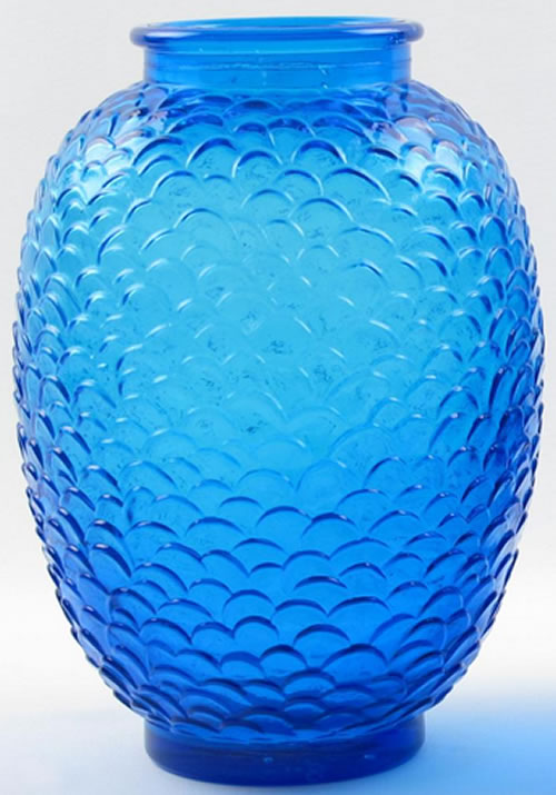 Ecailles Vase Loose Copy With Rim In Blue Glass Side View